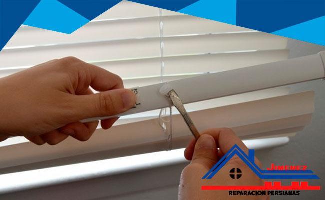 arreglar una persiana descolgada